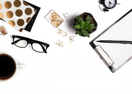 Stijlvolle accessoires op de witte achtergrond, bovenaanzicht Stockfoto