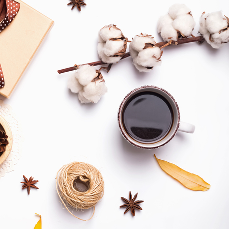 Autumn flat lay: coffee, cotton branch and other small objects Banco de Imagens - 83145933
