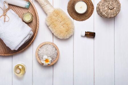 Spa accessories and cosmetics on the white table Foto de archivo