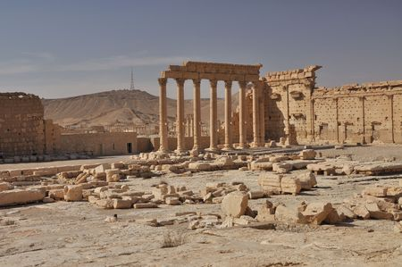 Built in honour of a Semitic god, the Temple of Bel is Palmyra's main temple.It is located in the south eastern corner of the city, where a temple has occupied the spot from the beginning of Palmyra's history. Imagens