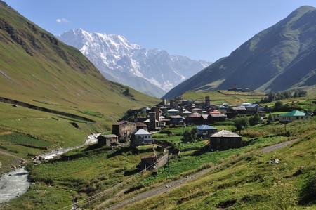 svaneti: Muy hermoso y la UNESCO pueblo Usghuli en alto Svaneti, Georgia.  Foto de archivo