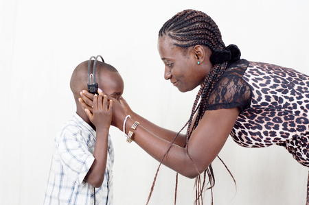 This child ask His Mother to weat _him_ aussi helmet to listen to music.