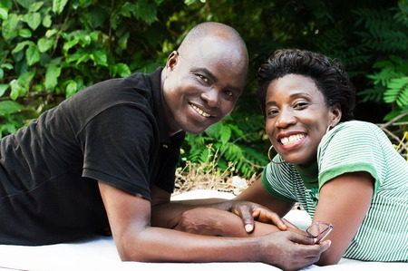 Smiling couple lying looking at the camera. Banque d'images
