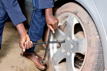 Closeup of mechanic's arms Banque d'images - 102889454