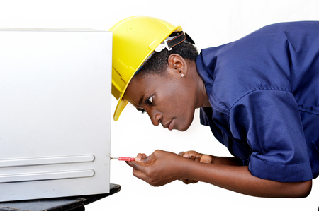 Young African woman in computer maintenance opens the central unit with a turning Banque d'images - 111828799