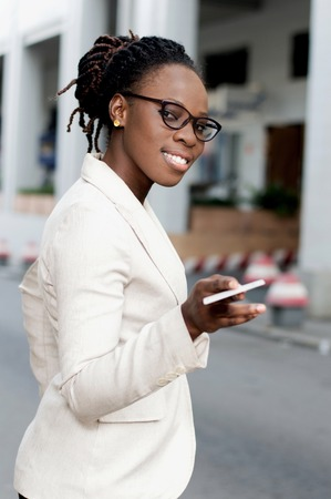 Young businesswoman giving a credit card to someone. Banque d'images - 119443780