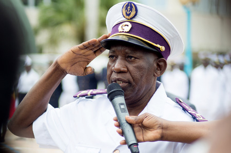 Abidjan, Ivory Coast - August 3, 2017: greeting and presentation of the Major Officer at the shoulder pad ceremony for students leaving the Maritime Academy. a senior officer presenting himself to his superior at the microphone Redactioneel