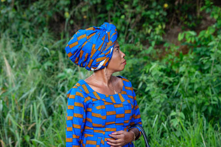 close-up of a beautiful mature african woman in the countryside Banque d'images