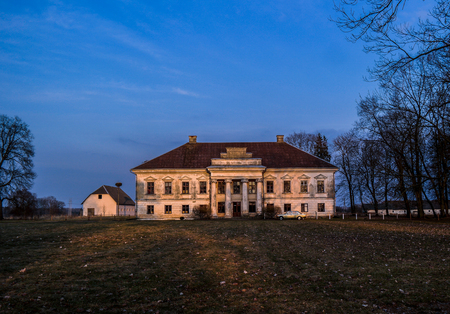 Old abandoned mansion during the evening Imagens
