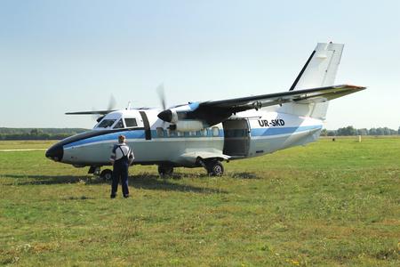 twin-engine short-range transport aircraft