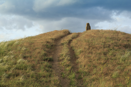 tumulus: top of the tumulus with stone idol and pathway to it Stock Photo