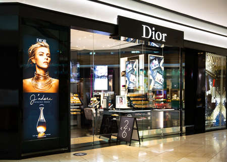 Santa Clara, CA , USA - January 14, 2021: Dior luxury fashion designer store boutique in a shopping mall. A French luxury fashion house selling clothing, cosmetics, accessories, jewelry, perfumes Éditoriale