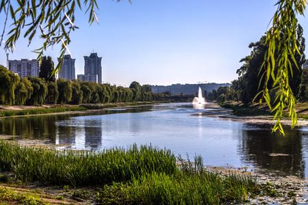 Fountain richtsi.Miskiy fountain. The bridge over the river with a fountain. Rusanivska embankment, Kyiv, Ukraine.