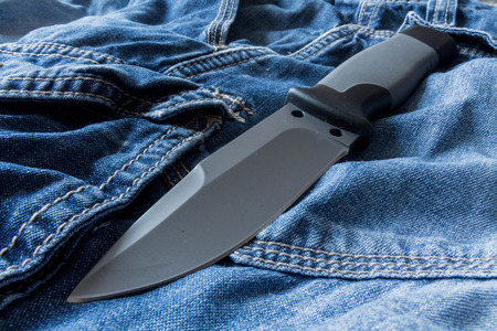 fixed: Fixed knife. Diagonal position. Clouse up.
