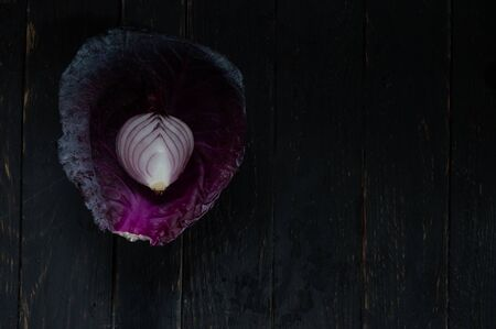 Leaf of cabbage and cut onion. Onion texture. Onions in cabbage. Reklamní fotografie - 132198878