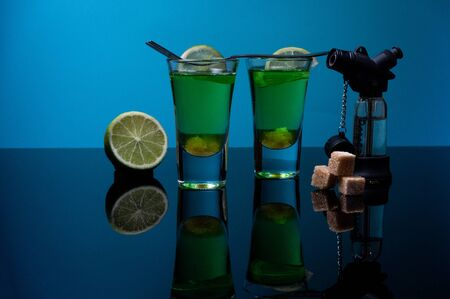 Making a cocktail with lime and sugar. Absinthe with melted sugar and lime. 版權商用圖片
