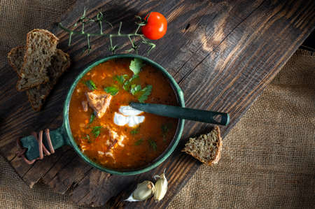 Prepared first course. Serve tomato soup with bread and garlic. Stockfoto
