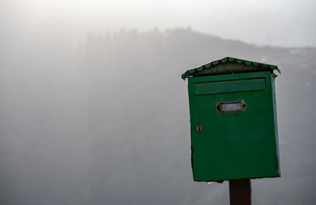 Old green metal mailbox Stockfoto