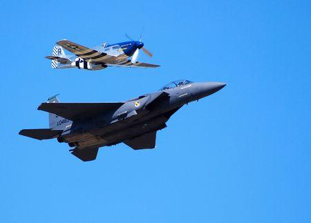 modern fighter: La Seconda Guerra Mondiale e moderni aerei da combattimento in volo