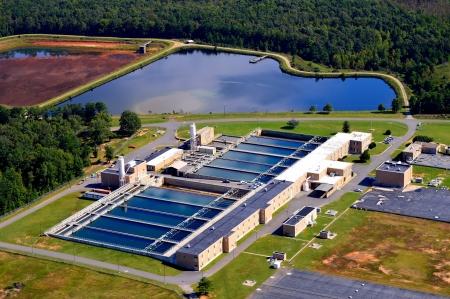 luchtfoto van waterzuiveringsinstallatie