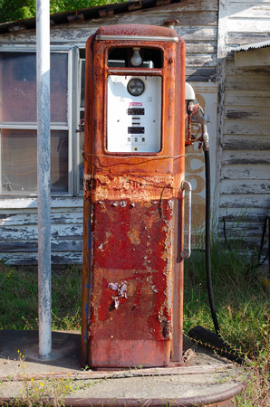 abandoned gas station: abandon gas pump