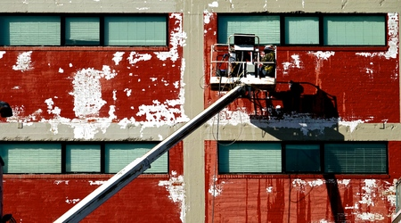 workers refinishing the outside of a building 版權商用圖片