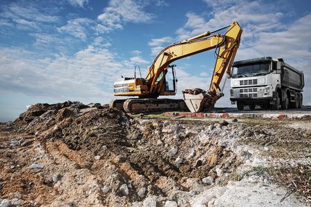 ショベルと新しい建設現場でトラック 写真素材