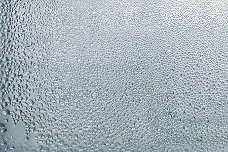 condensacion: Ventana de condensación-Ventana de vidrio de fondo con gotas de agua Foto de archivo