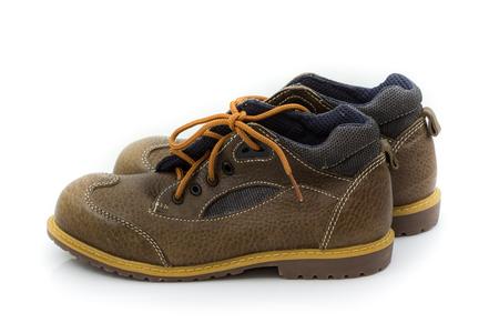 seguridad e higiene: Marrón calzado de seguridad aislado en blanco