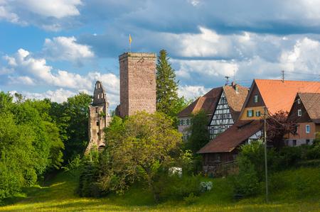 Uitzicht op het dorp Zavelstein met het verwoeste kasteel Zavelstein. Bad Teinach-Zavelstein, Zwarte Woud, Baden-Württemberg, Duitsland, Europa