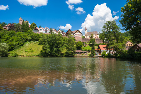 donjon: View to the village Berneck with the historic castle Berneck. Black Forest, Baden-Wurttemberg, Germany, Europe