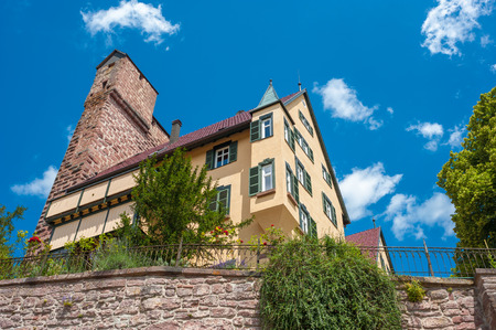 donjon: The historic castle Berneck with the wall high coat in the village Berneck. Black Forest, Baden-Wurttemberg, Germany, Europe