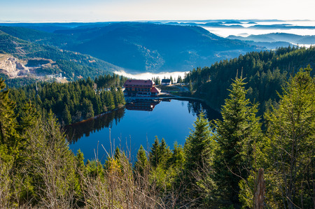 The lake Mummelsee and the mountain hotel in Seebach, Black Forest, Baden-Wuerttemberg, Germany, Europe Archivio Fotografico