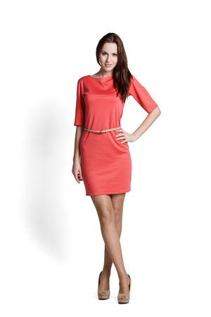 感情と赤いドレスを着てファッション モデル