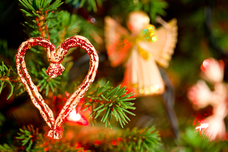 tree decorations: Christmas decoration - heart made of straw; close-up