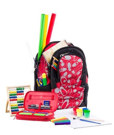 material escolar: Niza mochila decorativo o mochila con útiles escolares aislados en fondo blanco