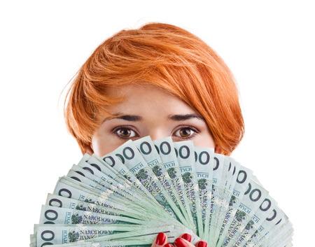 お金を持つ女性