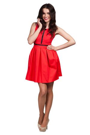 Het jonge leuke meisje stellen in rode kleding
