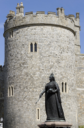 Windsor, Castle, Queen, Elizabeth  Victoria, Statue, UK, Berkshire, England