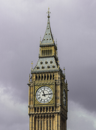 london tower bridge: The enormous Big Ben