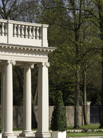 monarchy: palace