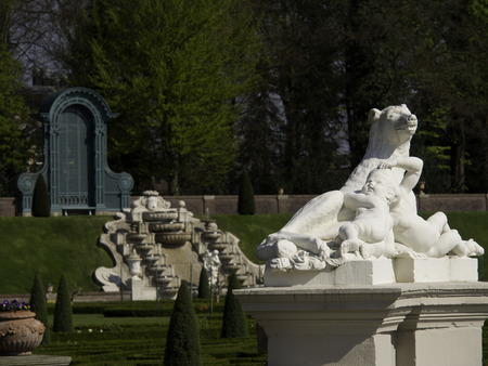 monarchy: statue in hetloo palace