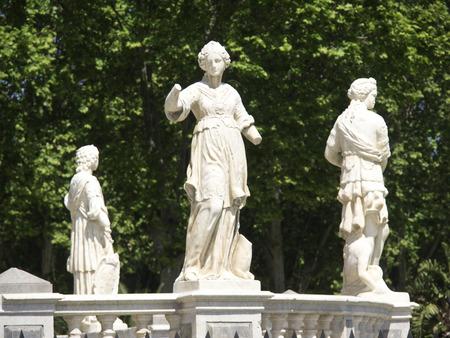 statuary: statuary