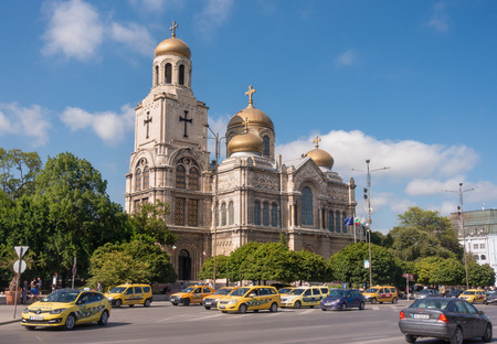 Varna, Bulgaria - April 23, 2019: The Cathedral of the Assumption (also known as the Dormition of the Theotokos Cathedral) - one of the most famous landmarks of Varna. Редакционное
