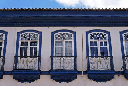 Colonial facade with balconies in Serro, Minas Gerais, Brazil Banque d'images