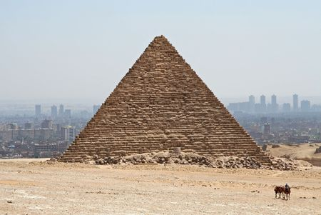 pyramid peak: Hazy Pyramid at Cairo, Egypt