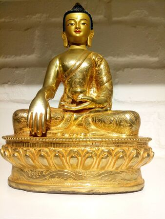 The holy statue of compassionate Shakyamuni Buddha Imagens