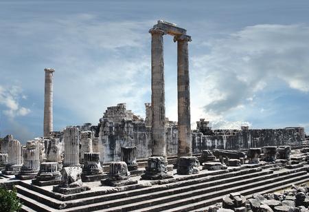 templo romano: vista del templo de Apolo en la antigua ciudad de Didyma
