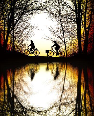 ondulation: Mountain Bikers au coucher du soleil Banque d'images
