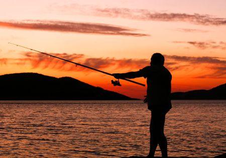 hombre pescando: Pesca al atardecer